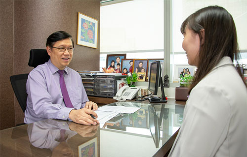 Dr Fong Yang Consultation with Patient